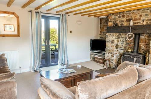 Last Minute Cottages - Tasteful Dizzard Cottage S72631
