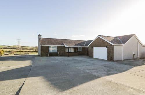 Big Cottages - Wonderful Llanfechell Cottage S78970