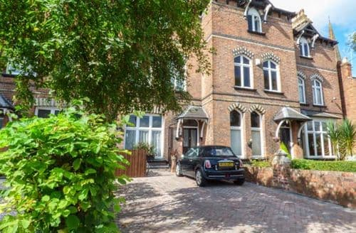 Last Minute Cottages - Captivating Handbridge Apartment S70307