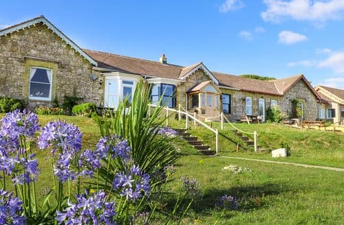 Last Minute Cottages - Quaint Alum Bay Cottage S82820