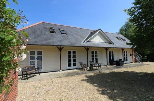 Last Minute Cottages - Delightful Haven Street Cottage S92619
