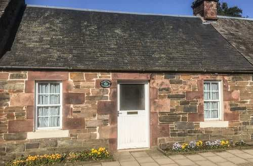 Last Minute Cottages - Inviting Biggar Cottage S86817