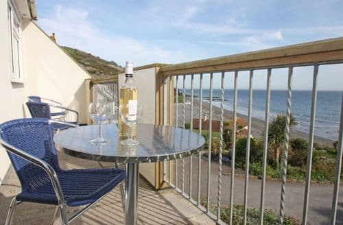 Last Minute Cottages - Attractive Seaton Apartment S82194