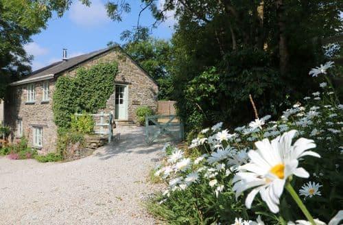 Last Minute Cottages - Cosy Duloe Lodge S82657