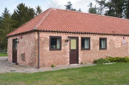 Last Minute Cottages - Stunning Gainsborough Cottage S2748