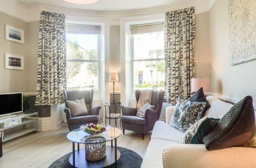 Last Minute Cottages - Excellent Hove Apartment S86878