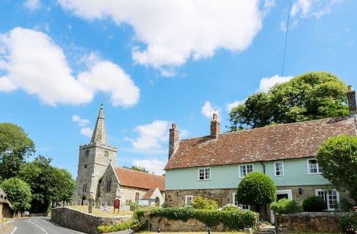 Last Minute Cottages - Wonderful Shorwell Cottage S105893