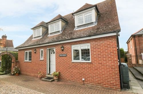 Last Minute Cottages - Beautiful Hadleigh Cottage S93537