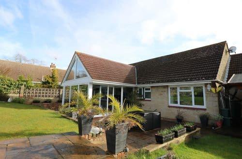 Last Minute Cottages - Luxury Seaview Cottage S94317