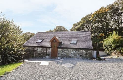 Last Minute Cottages - Yr Hen Beudy