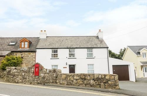 Last Minute Cottages - Ivy House
