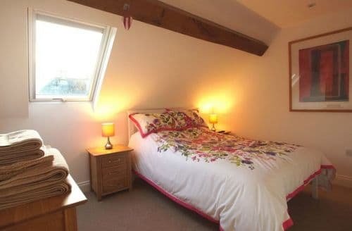 Last Minute Cottages - Room At The Top