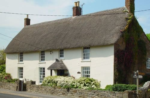 Last Minute Cottages - Beautiful Chideock Cottage S96044