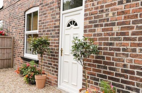 Last Minute Cottages - Charming Sproatley Cottage S113389