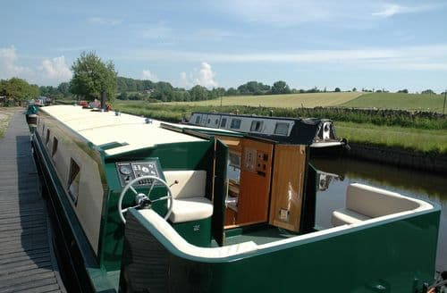 Last Minute Cottages - Canal Barge