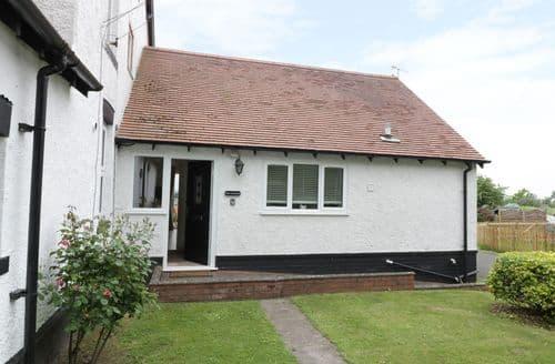Last Minute Cottages - Excellent Baxterley Cottage S102876