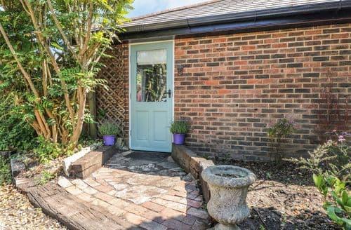 Last Minute Cottages - Captivating Burton Cottage S105900