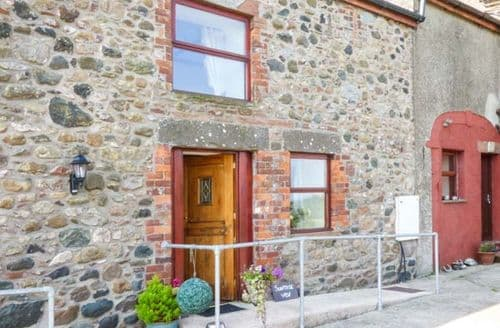Last Minute Cottages - Lovely Holmrook View S3650