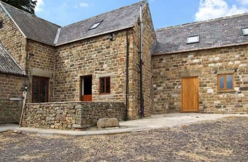 Last Minute Cottages - Attractive Dronfield Yard S3532