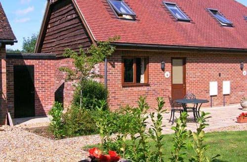 Last Minute Cottages - Captivating Alderholt Cottage S9603
