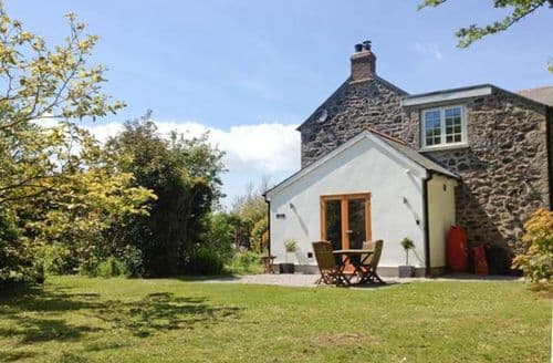 Last Minute Cottages - Cosy Helston Dairy S2646