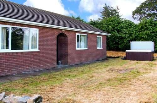 Big Cottages - Quaint St. Harmon Cottage S104459
