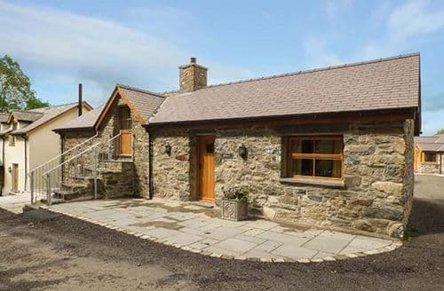 Last Minute Cottages - Charming Llangwm Cottage S38117