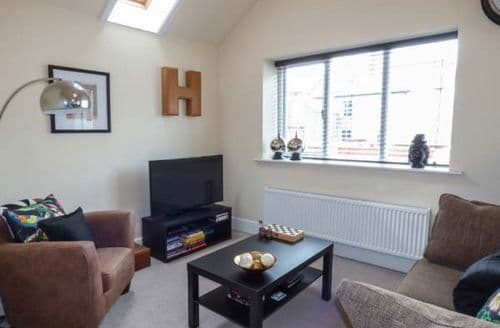 Dog Friendly Cottages - Adorable Llandudno Apartment S9712