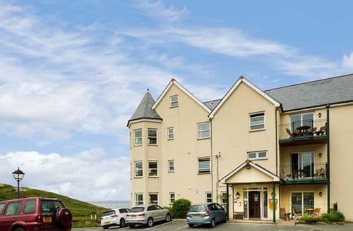 Last Minute Cottages - Stunning Tregurrian Apartment S40437
