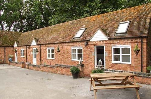 Last Minute Cottages - Cosy Rowington Cottage S41058
