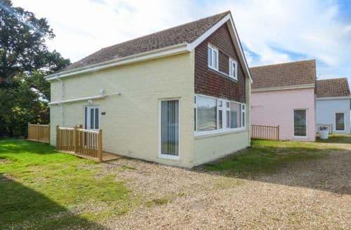 Last Minute Cottages - Beautiful Seaview Cottage S72846