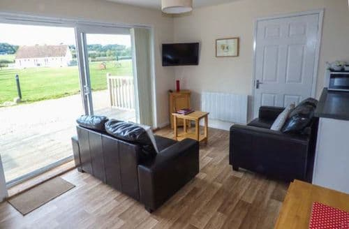 Last Minute Cottages - Attractive Seaview Cottage S72844