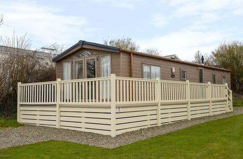 Last Minute Cottages - Charming Cornwall Lodge S81856