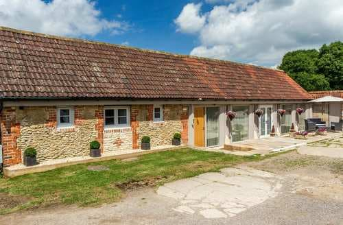 Last Minute Cottages - Tasteful Wiltshire Cottage S45557