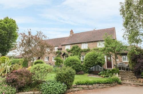 Big Cottages - Attractive Rockfield Cottage S104313