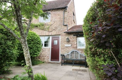 Last Minute Cottages - Mole End