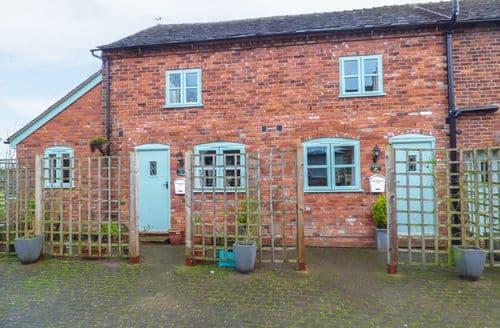 Last Minute Cottages - Quaint Brereton Green Cottage S91060