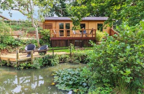 Last Minute Cottages - Tasteful Alverstone Garden Village Cottage S106023