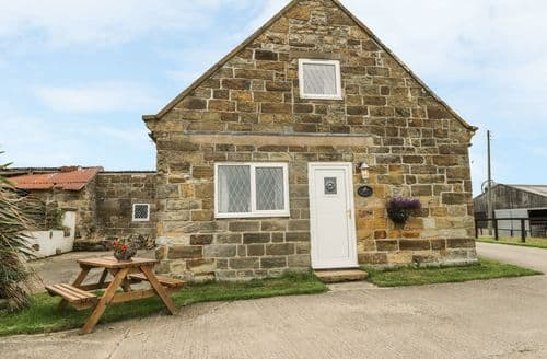 Last Minute Cottages - Inviting Low Hawsker Cottage S121121