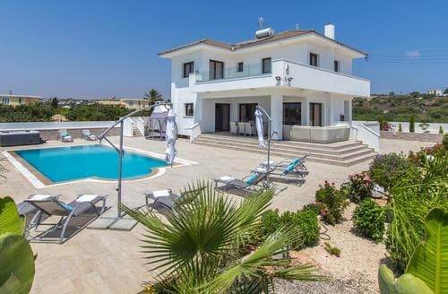 Last Minute Cottages - Villa Konnos