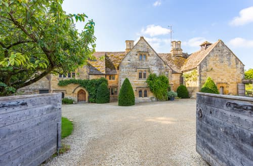 Big Cottages - Cotswold Manor