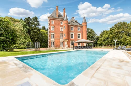Last Minute Cottages - Chateau Romenay