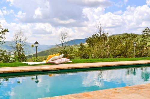 Last Minute Cottages - Villa Colabella