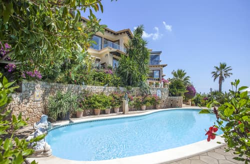 Last Minute Cottages - Villa Anica