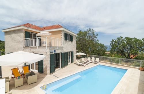 Last Minute Cottages - Villa Cora