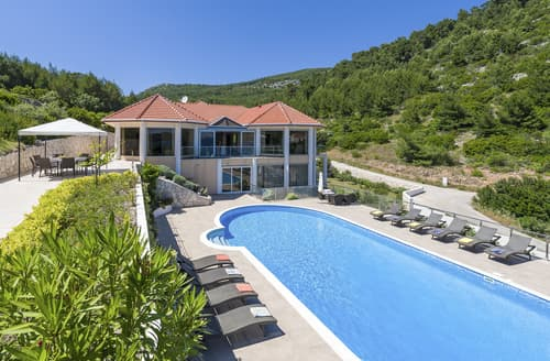 Last Minute Cottages - Villa Jaka