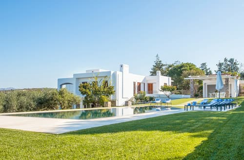 Last Minute Cottages - Villa Oleandro