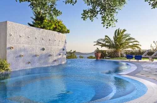 Last Minute Cottages - Villa Imera