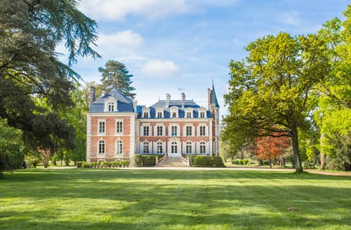 Last Minute Cottages - Chateau de Flora