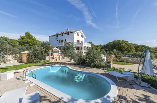 Last Minute Cottages - Villa Veda